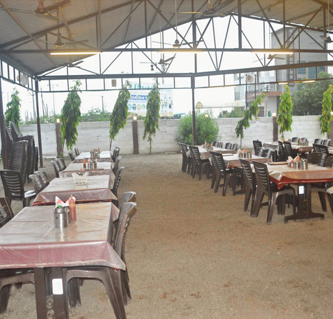 Spacious Restaurant Seating 4