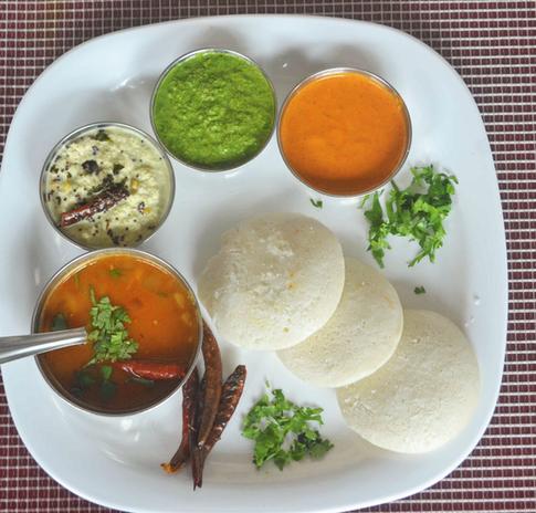 Idly with delicious chutney and sambhar