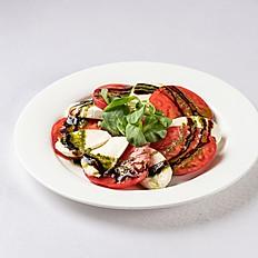 Моцарелла с томатами