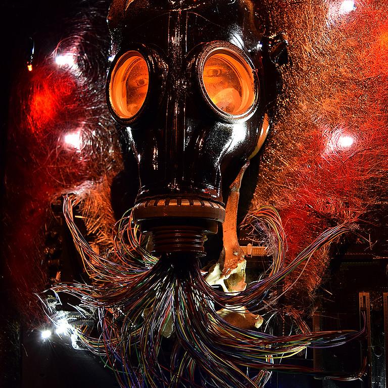 """Adomas Vasiliauskas   Šviečiančių objektų paroda """"Deus Ex Machina"""""""
