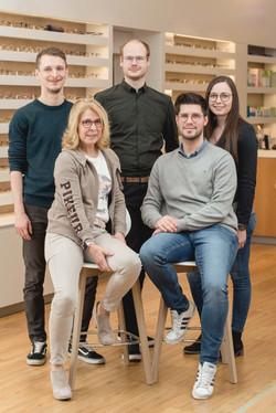 Geballte Kompetenz: hier sehen Sie unser Team aus Augenoptikermeistern.
