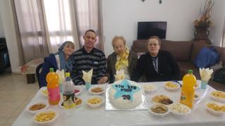"""יום הולדת שמח לארז דייר במערך הדיור """"צהר הלב"""" רכסים"""