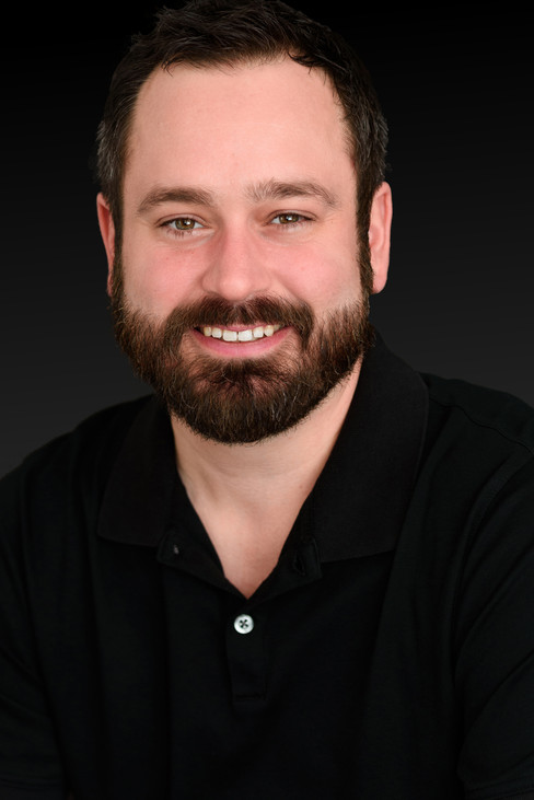 Great Linkedin headshot of a young tech