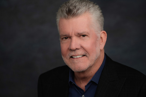 Great corporate headshot of an older man with a great smile.