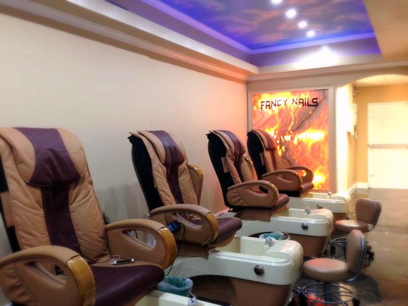 Fancy Nais Pedicure Room