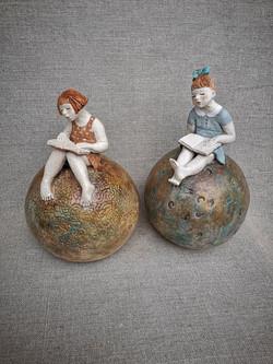duo fillettes sur boule