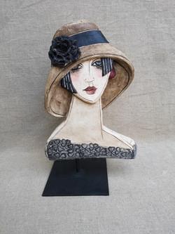 Bas relief - grand chapeau