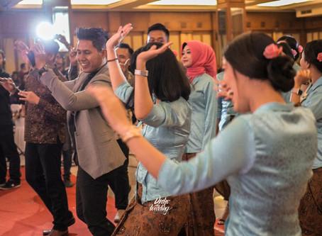 Surprise Wedding Flashmob by The Bridesmaids at Wisma Boga Solo Baru, Solo