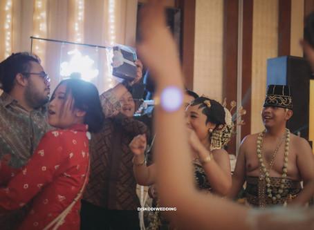 "Solo ""Basahan"" Traditional Wedding After Party ?? at Ritz-Carlton Jakarta"