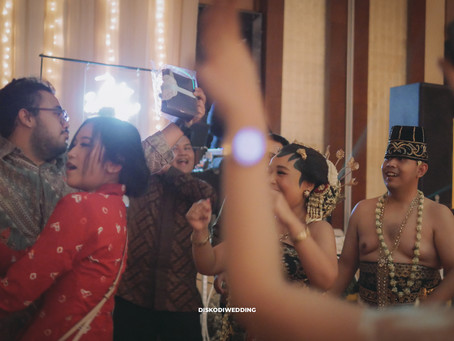 "Solo ""Basahan"" Traditional Wedding After Party ?? at Ritz-Carlton Jakarta"
