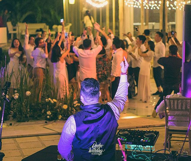 We're flying all the way to the Island for the Wedding of Lucas & Vanny at Villa Plenilunio Uluwatu Bali last saturday, where this drop-dead