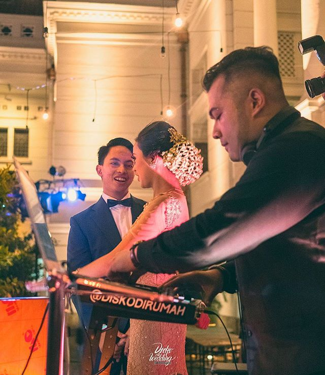 Our Bride n' Groom Nadhila & Saga, the music-loving Couple who happens to have Secret Killer dance Moves, wowed everyone at their Wedding Re