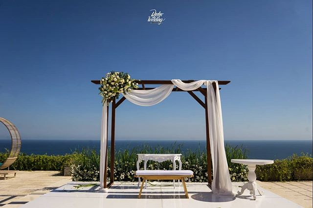 We're back again to the alluring _pleniluniovilla at Uluwatu Bali last Weekend, for the Wedding Reception & After-Party of Seng & Elin from_