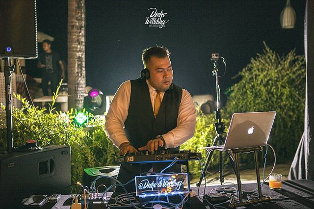 __Greet your beloved guests with the sounds of your heart, through the hands of the DJ