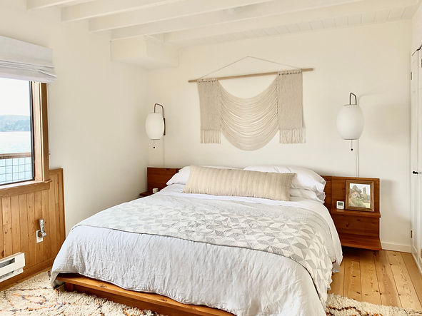 Master bedroom a Tomaes Bay Cottage