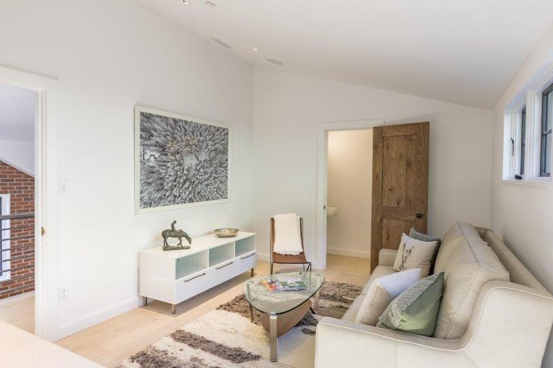 Mountain-Contemporary-AH-Staging