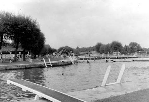 OXFORD.    Long Bridge, River Isis. Men only. Historic wild swimming venue.