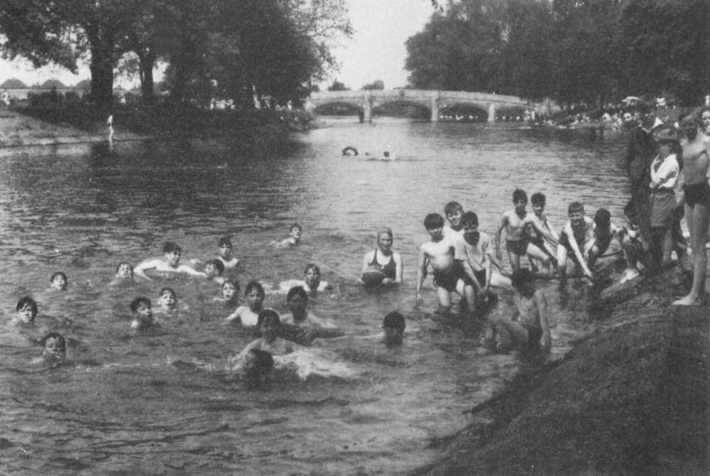Wild Swimming Abbey Park Leicester
