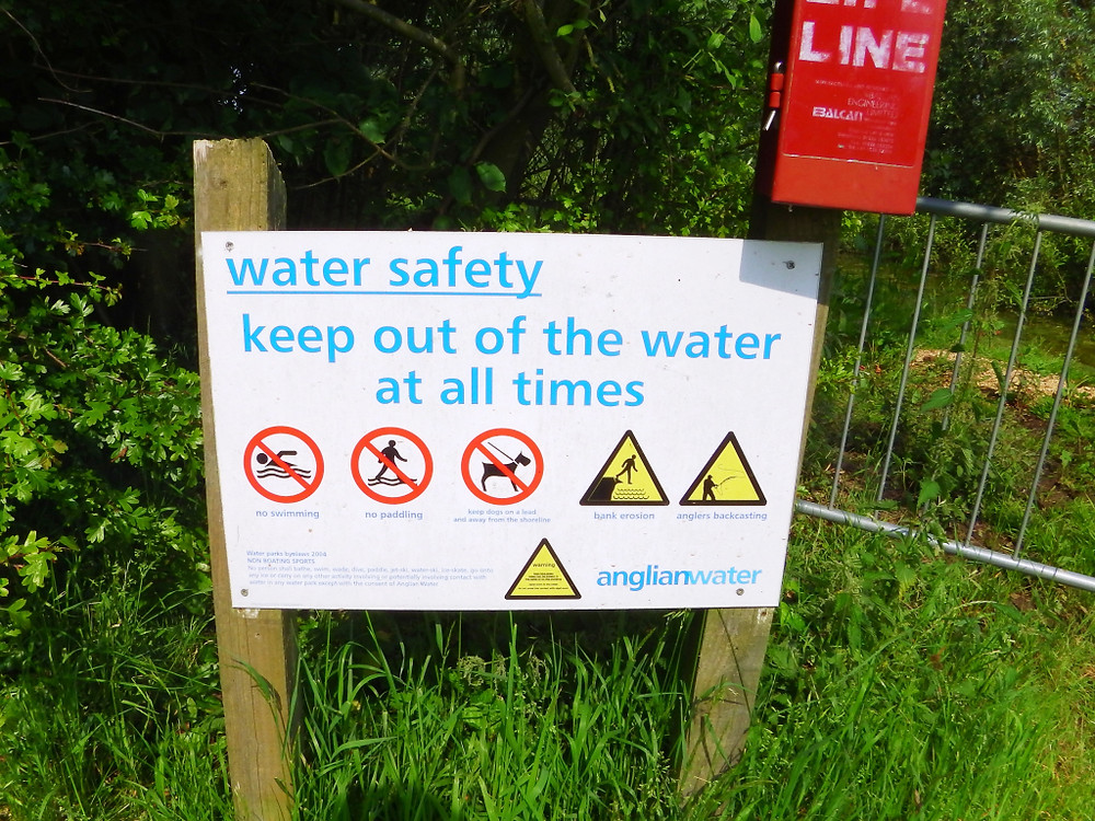 NO SWIMMING Rutland Water