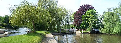 SHIPLAKE. ​  River Thames at the locks. Good accommodation for diving. Historic wild swimming venue.