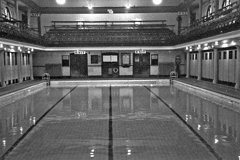 LUTON.   Public Baths, Waller Street.