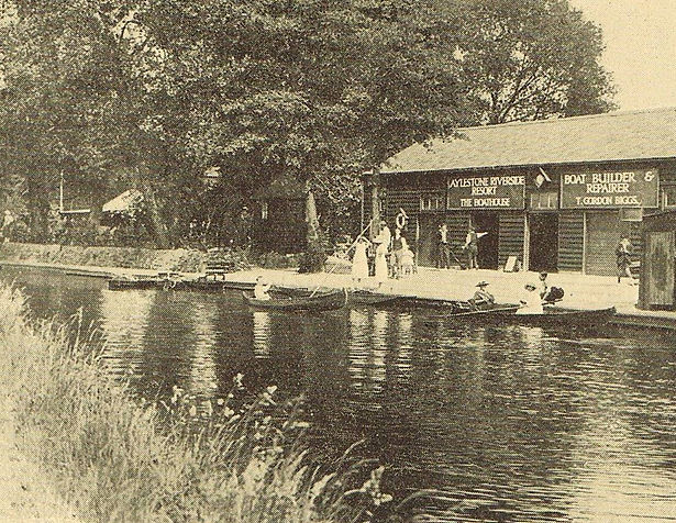 Boating - a most fashionable and desirable thing to do at Aylestone Boathouse