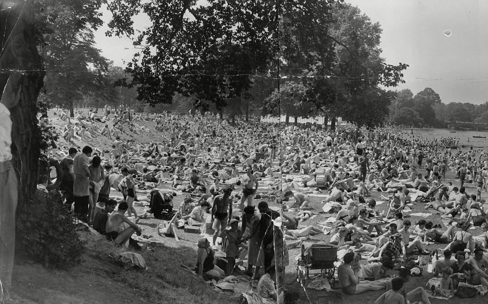 London's Serpentine Lido in June 1955