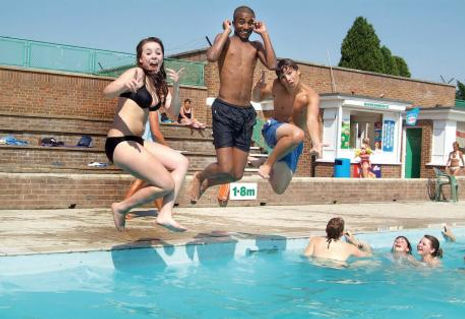 Holywell Mead Swimming Pool High Wycombe