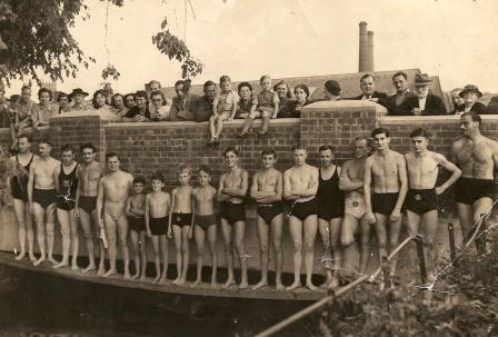 River Swimming Race – Tiverton 1949