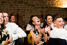 56-wedding-guests-laugh-from-wedding-spe