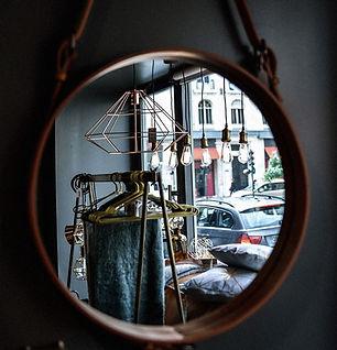 zoom sur miroir rond projet boutique_edited.jpg