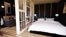 Chambre de maison d'hôtes noire et blanc