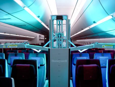 Desinfektions-Roboter reinigt Kabinen bei Qatar Airways mit UV-Licht