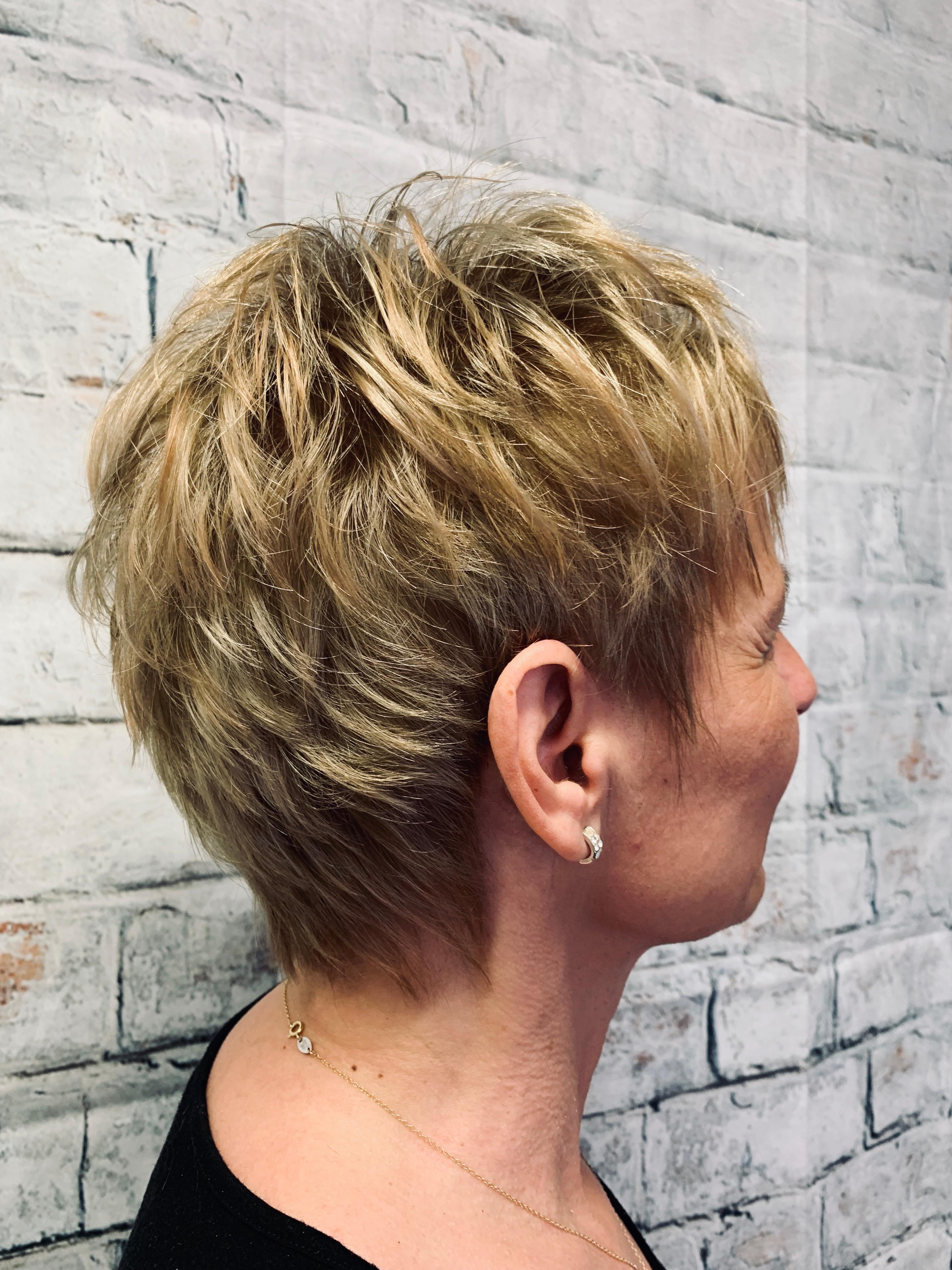 Coloration cheveux courts (ou repousses)