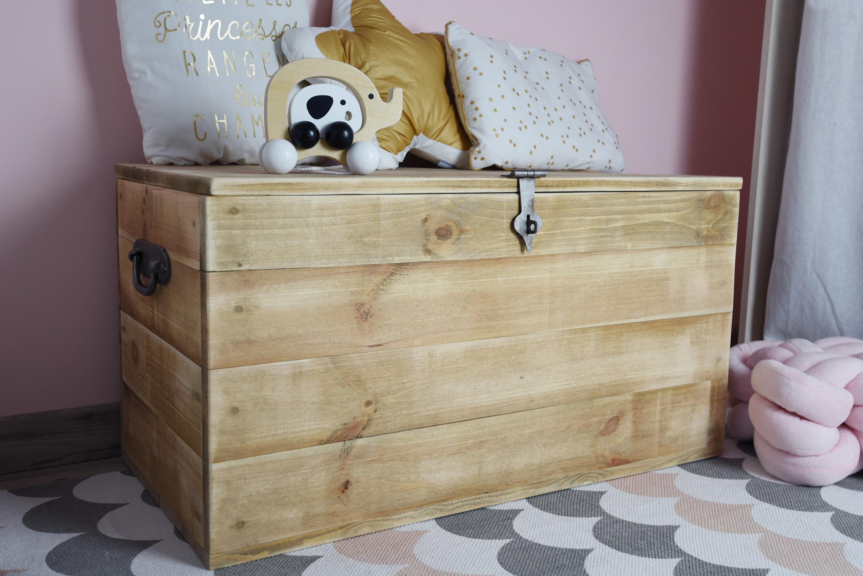 "Wooden chest ""Hugo"""