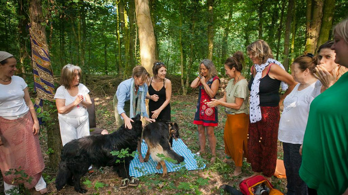 Holland Women Circle 2.jpg