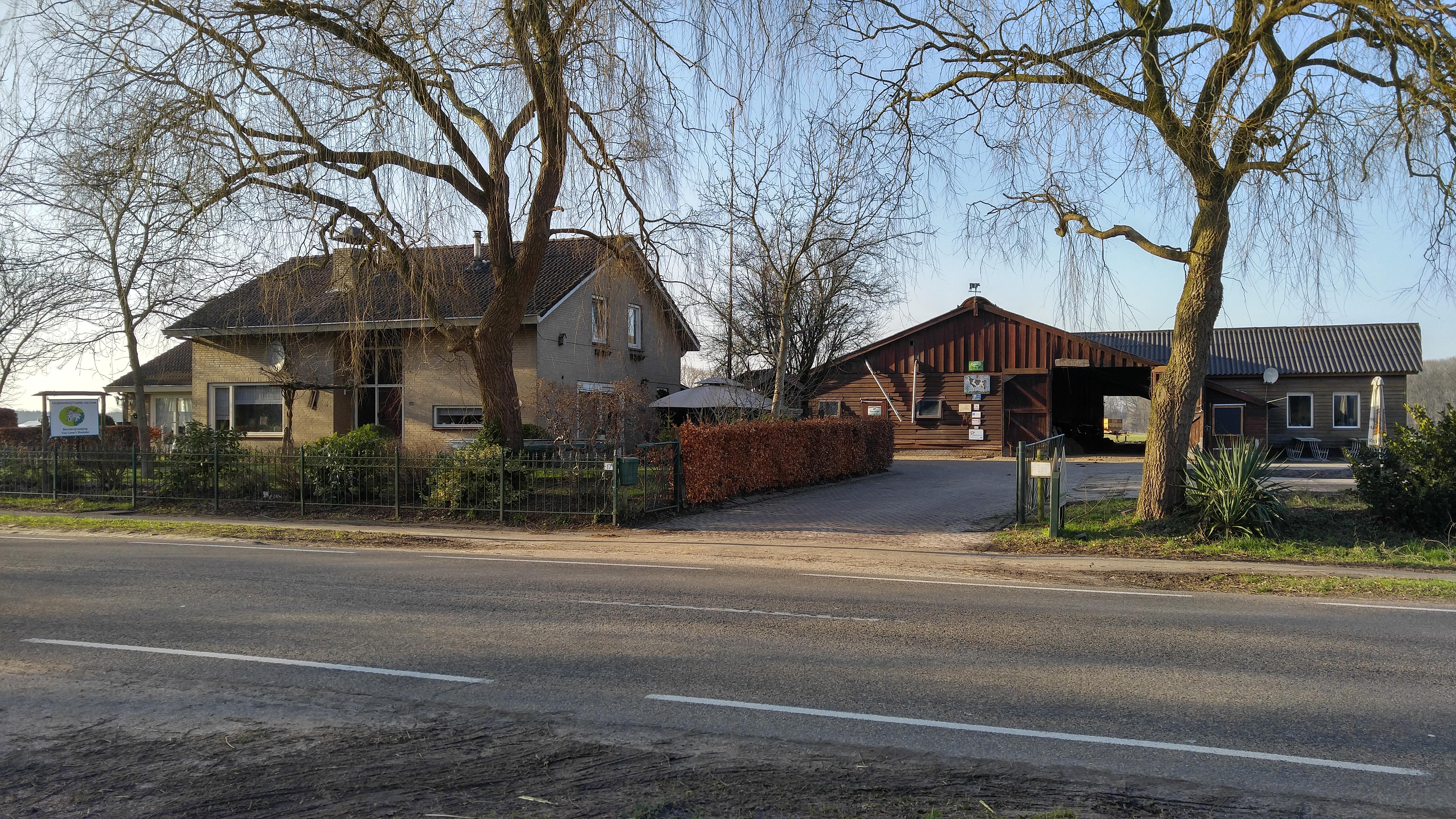 vooraanzicht boerderijcamping en zorgboerderij- van loons Hoekske