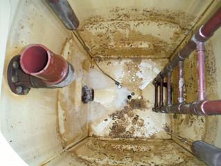 温泉タンク清掃中です