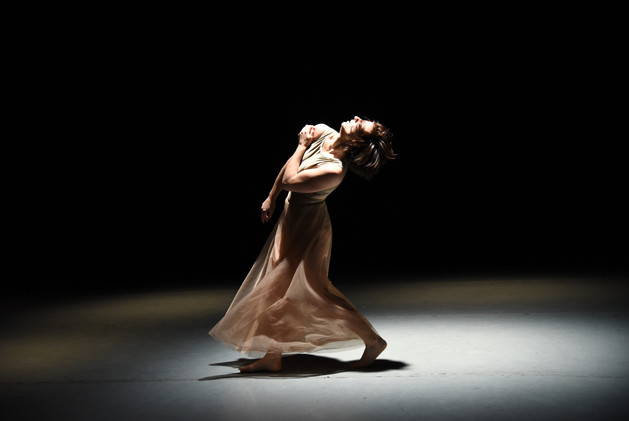 "Hannah Soares in ""verguenza"" photo by Ruth Judson"