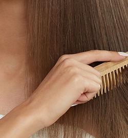 Holz Haare kämmen