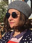 Amel Arfaoui créatrice d'Amythis Comm', cheveux bruns lunettes noires