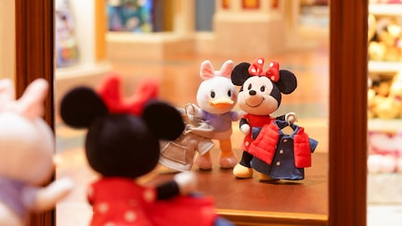 Minnie Mouse and Daisy Duck NiMos have numerous outfits available to dress them. There are also numerous accessories.