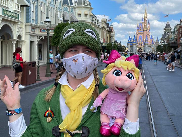 Fiona Disney bounding as Kermit on Main Street at the Magic Kingdom at Walt Disney World.
