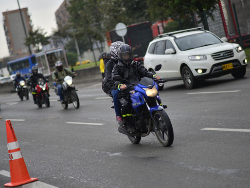 Distrito derogó artículo que restringía a motociclistas con acompañante circular por calzadas centra