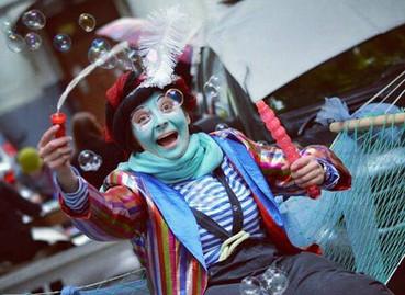 19 апреля - 31 мая 2015. Великие комики кино с клоуном кнопой