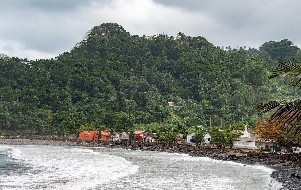 Village on the sea in Sâo Tomé and Princ