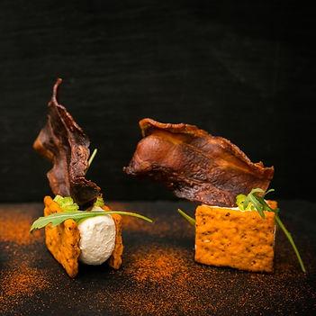 Крекеры со сливочным сыром и чипсом из б