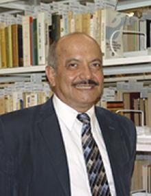 Entregan Medalla al Mérito Bibliotecario a docente de la UACJ