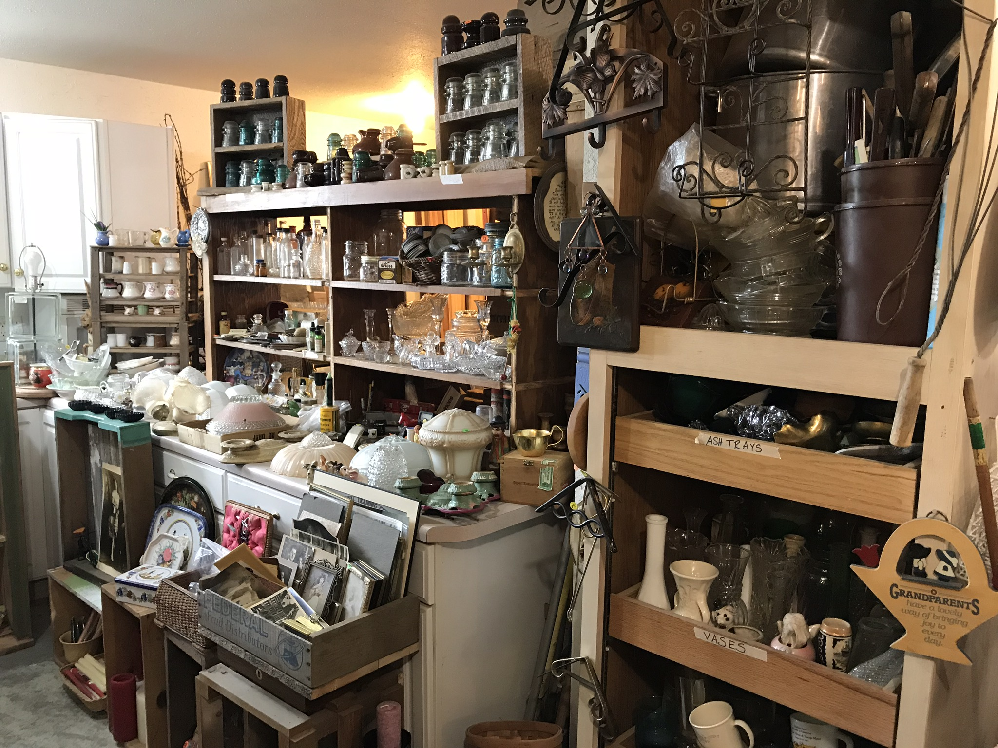 LuAnn's Collectibles and Antiques