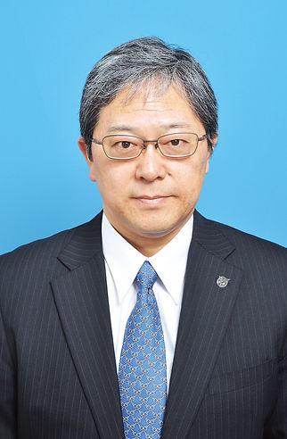 AS代表取締役_青背景.jpg